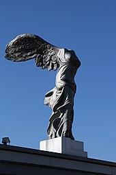 Linz Nike-Statue 2013 01.jpg