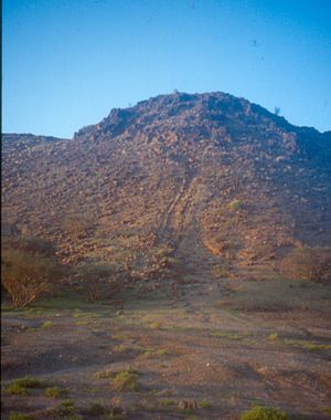 Archaeology of Oman - Northern face of the Jebel Radhania (or Ruwadhah), on top of which the Early Iron Age Lizq fort, L1, was built