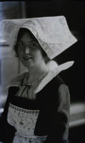 Loraine Wyman - Loraine Wyman in performance costume (here:  Breton peasant attire), as portrayed some time in the mid 1910s by her friend the photographer Paul Burty-Haviland