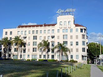Los Altos Apartments - Image: Los Altos Apartments looking east showing full wall
