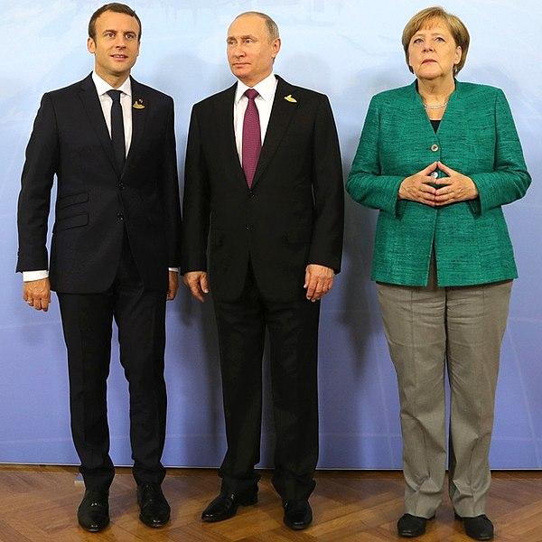 Archivo:Macron, Putin, Merkel (2017-07-08).jpg