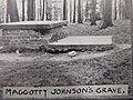 Maggotty Johnson's Grave in 1905.jpg