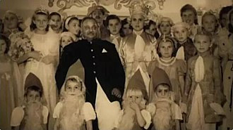 Digvijaysinhji Ranjitsinhji - Maharaja with kids on Christmas Eve