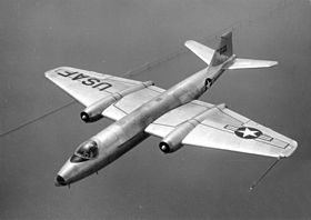 Martin B-57 dell'USAF, in volo sopra la Chesapeake Bay, Maryland.