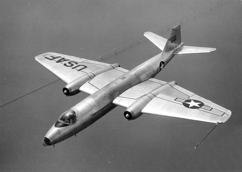 Archivo:Martin B-57A USAF 52-1418.jpg