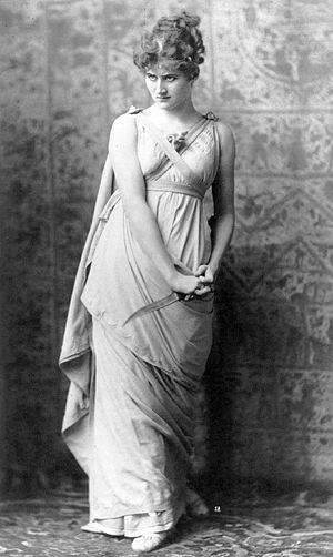 Mary Anderson (actress, born 1859) - Image: Mary Anderson as Parthenia by Napoleon Sarony 1883