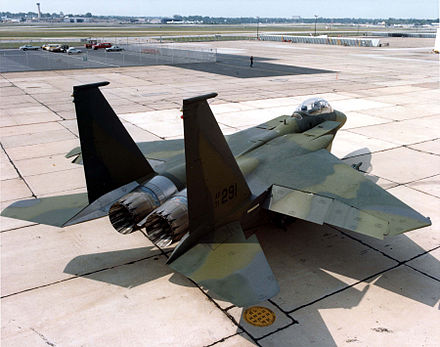 heckansicht des f 15e prototyps