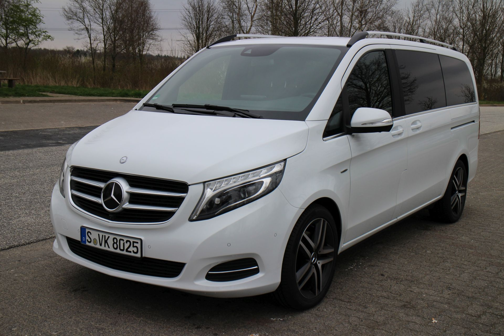 amg line mercedes benz v class revealed. Black Bedroom Furniture Sets. Home Design Ideas
