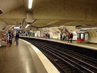 Gare de l'Est (Paris Métro) - Image: Metro de Paris Ligne 5 Gare de l Est 01