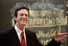 Michael Crichton, MD, på Harvard University (18 april 2002)