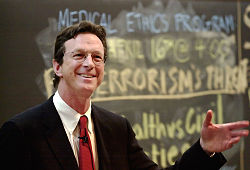 Michael Crichton, MD, på Harvard University(18 april 2002)