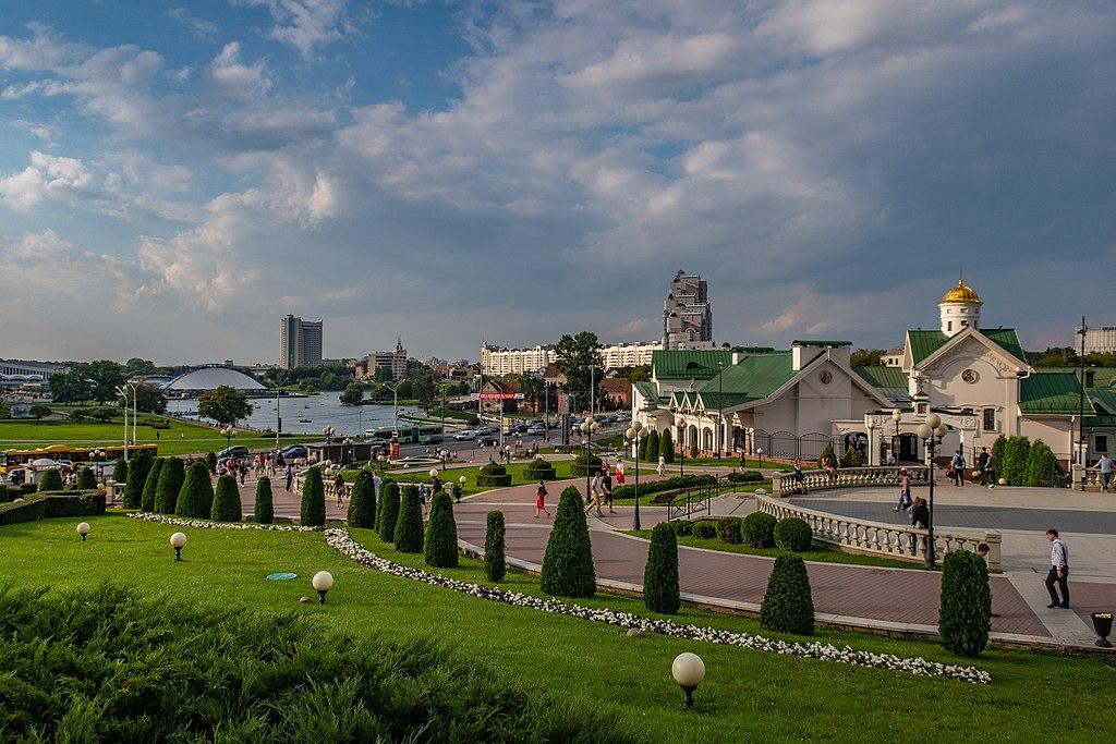 Minsk skyline near Niamiha (120819).jpg