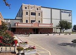 Modern Blue Bell Creameries factory located in Brenham, Texas.jpg