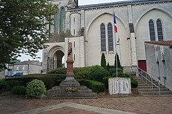 Monument aux morts de Saint-Denis-la-Chevasse (vue 2, Éduarel, 17 mai 2017).jpg