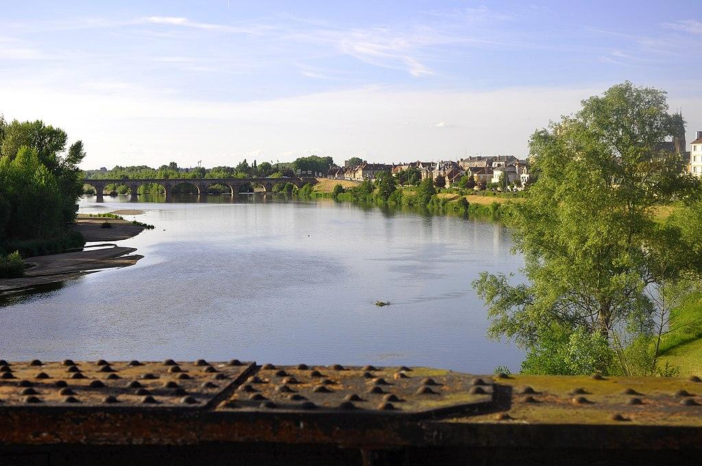 fichier moulins sur allier vue des ponts de la rivi re jpg wikip dia. Black Bedroom Furniture Sets. Home Design Ideas