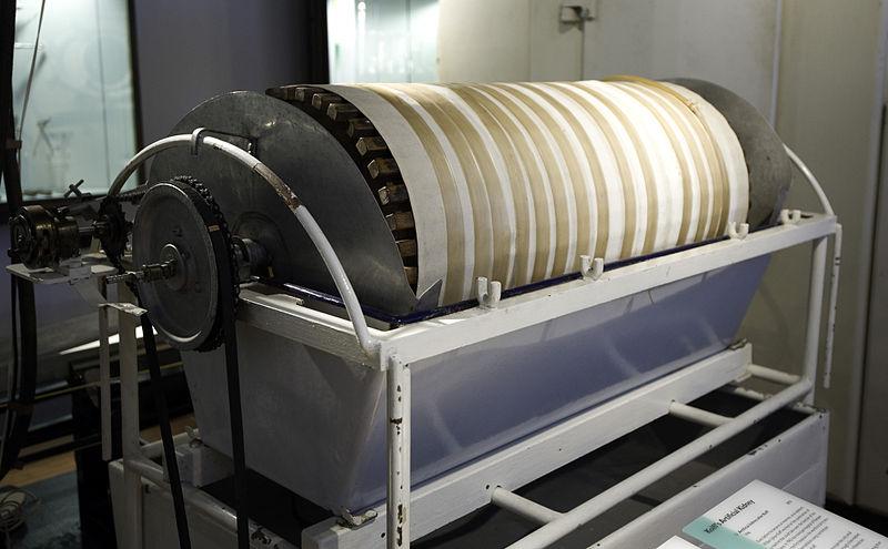 File:Museum Boerhaave Kolff's Artificial Kidney.jpg