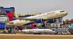 N371NW Delta Air Lines 2001 Airbus A320-212.jpg