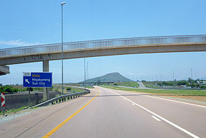 N4 road (South Africa) - The N4 road eastbound at the interchange with the R556 road near Modderspruit.
