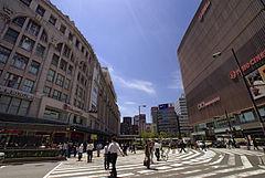a066a59c717 難波駅前(左・高島屋大阪店、右・なんばマルイ)