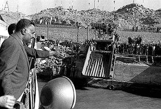 Aswan Dam - Gamal Abdel Nasser observing the construction of the dam, 1963