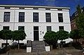 Neoclassicistisch gepleisterd huis met rechte kroonlijst en hoge stoep 2012-09-10 15-07-10.jpg