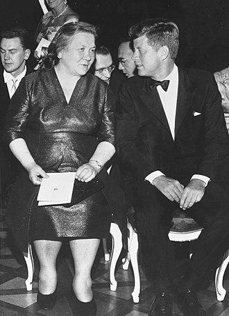 Nina Petrovna Khrushcheva - Nina Khrushcheva and John F. Kennedy in 1961