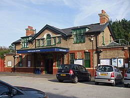 North Ealing stn building.JPG