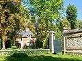 Ognon (60), pavillon de garde du château.jpg