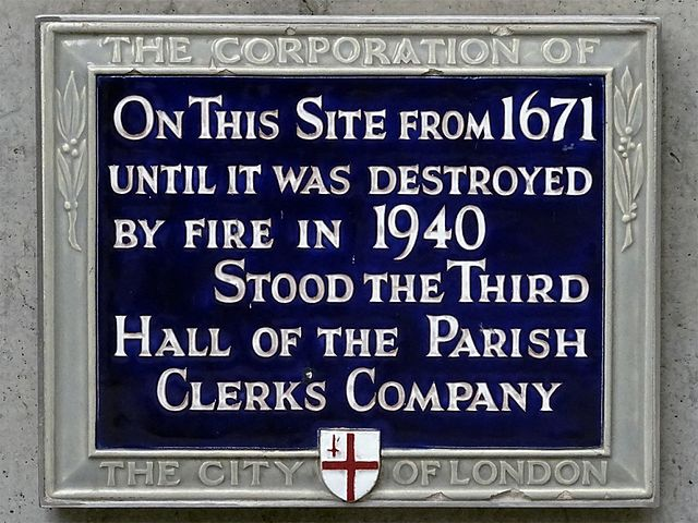 Blue plaque № 6144 - On this site from 1671 until it was destroyed by fire in 1940 stood the third hall of the Parish Clerk's Company