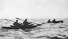 Zwei Kanus auf See