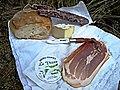 Pain, fromage de brebis et charcuterie de l'Aveyron.jpg