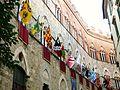 Palazzo chigi-saracini in occasione del palio.jpg