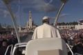 Papa Francisco no Papamóvel em Fátima (12 de Maio de 2017).png