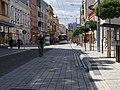 Pardubice, třída Míru, od náměstí Republiky, trolejbus a cyklisté (01).jpg