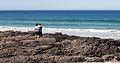 Parella nas rochas da praia das Furnas. Porto do Son. Galiza.jpg
