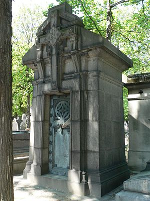 Tomb - A type of tomb: a mausoleum in Père Lachaise Cemetery.