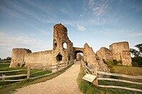 Pevensey castle-09.jpg