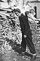 Pfarrerin Greti Caprez-Roffler mit Kind im Räf.jpg
