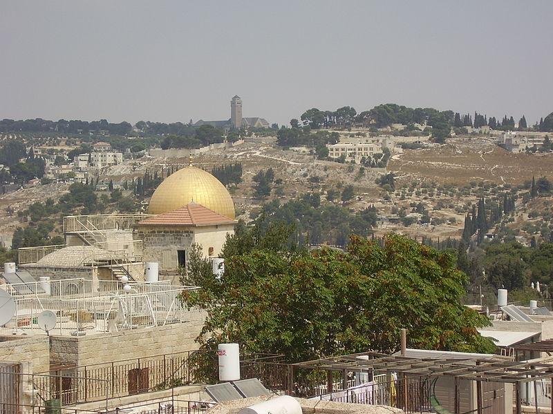 מבט מבית הכנסת החורבה