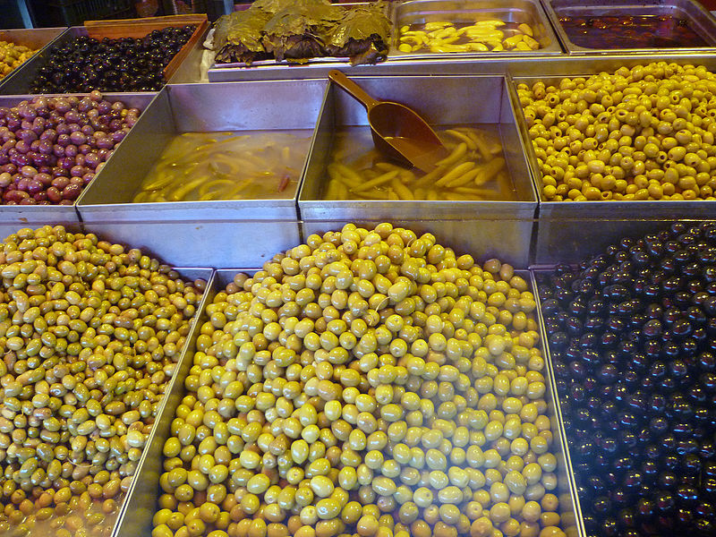 זיתים וחמוצים בשוק מחנה יהודה בירושלים