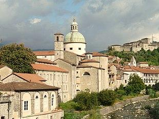 La cupola della concattedrale e il Castello del Piagnaro