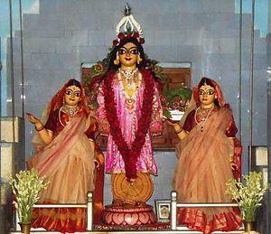 Nitai - Image: Prabhu Nityananda, Mata Vasudha (left), Mata Janhava (right)