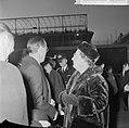 Prins Bernhard en Prinses Beatrix terug, prins Bernhard en koningin Juliana, Bestanddeelnr 917-0637.jpg