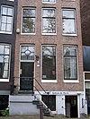 foto van Huis onder dwars dak