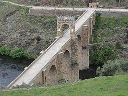 Puente de Alcántara tomada desde la muralla de Alcántara.JPG