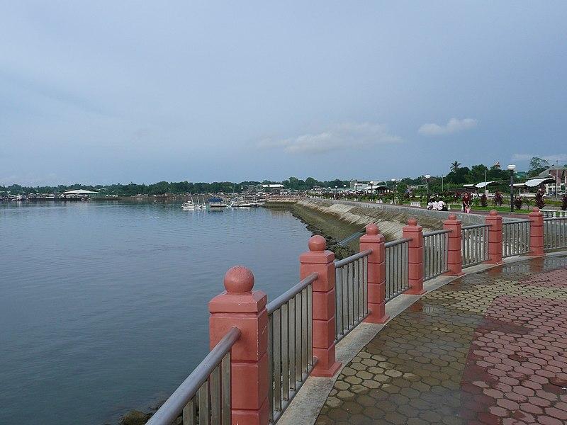 Puerto Princesa seafront.JPG