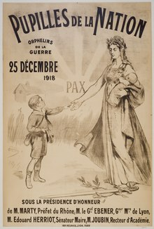 Affiche imprimée en faveur des pupilles de la nation à l'occasion de Noël 1918, représentant une femme et deux enfants. Lithographie.