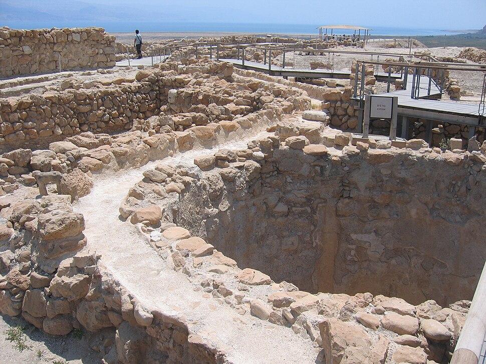 Qumran citerne locus 110