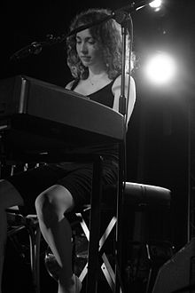 Description de l'image Regina Spektor black and white.jpg.