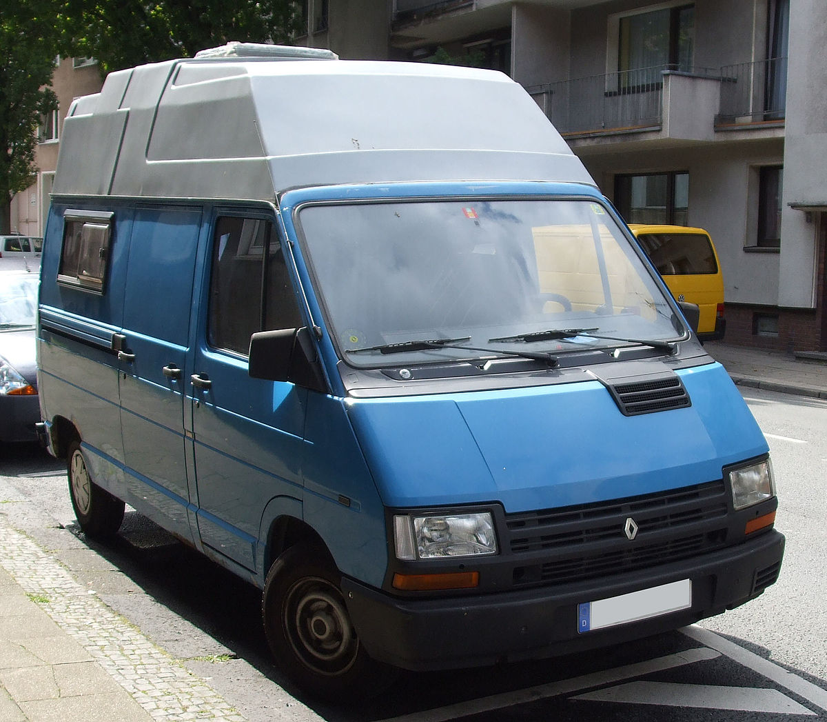File:Renault Trafic Wohnmobil vr.jpg - Wikimedia Commons